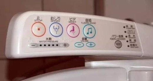 Dù là ở nhà vệ sinh công cộng thì Nhật Bản vẫn đầu tư các trang thiết bị hiện đại và luôn được lau dọn sạch sẽ.