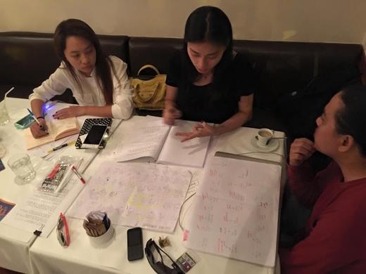Ngô Thanh Vân thực sự là 1 người phụ nữ của công việc, khi cô liên tục bắt tay vào nhiều dự án mới để gửi đến những sản phẩm tốt nhất cho khán giả. Hiện tại, nữ diễn viên này vẫn đang luyện tập kịch bản để sẵn sàng thể hiện trong dự án mới nhất của cô.