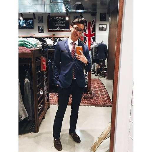 Dù chiếm diện tích khá khiêm tốn nhưng chiếc caravat lại đóng vai trò hết sức quan trọng trong việc tạo nên điểm nhấn cho bộ suit. Vì thế, từ màu sắc, họa tiết khi chọn mua hay phối hợp cùng những bộ suit cũng nên được cân nhắc kỹ lưỡng để tránh tạo nên những lỗi không đáng có.