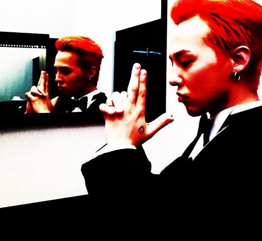 G-Dragon hào hứng chuẩn bị tham dự sự kiện thời trang quốc tế Channel.