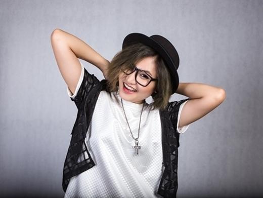 Vicky Nhung gây ấn tượng với hàng loạt bản mash-up (ghép các bài hát không liên quan thành một bản hoàn chỉnh) được đông đảo bạn trẻ chia sẻ, khen ngợi. Hiện Vicky Nhung là thí sinh thuộc đội Đàm Vĩnh Hưng và cũng là gương mặt sáng giá cho ngôi vị quán quân của Giọng hát Việt 2015.