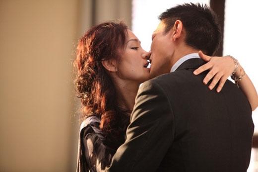 Lưu Đức Hoa và Củng Lợi hôn nhau say đắm