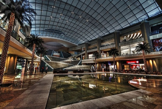 Nội thất sang trọng của một khu trung tâm mua sắm