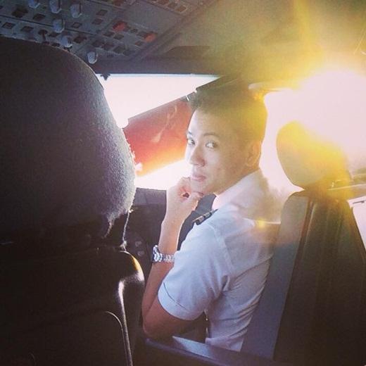 Tim đập loạn xạ trước chàng phi công Việt đẹp trai như hot boy