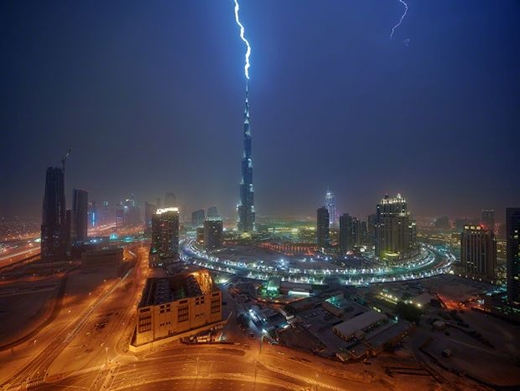 Tòa nhà cao nhất thế giới Burj Khalifa uy nghi khi về đêm.