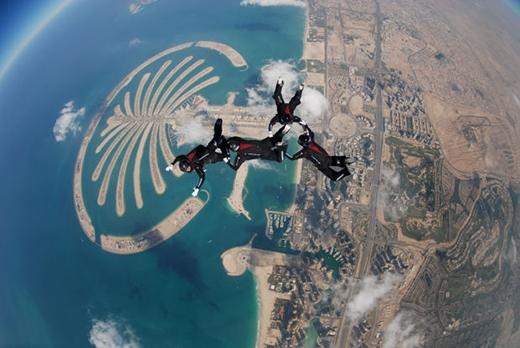 Nhảy dù trên không ở Dubai