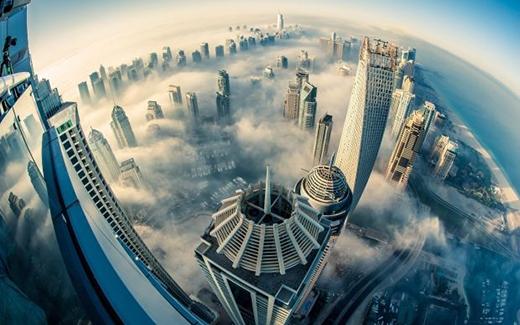Một thành phố mọc giữa những tầng mây.