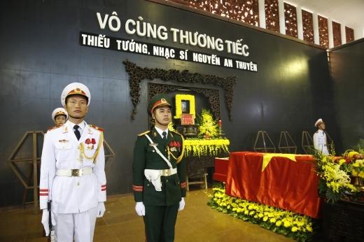 Nghệ sĩ Việt nghẹn ngào tiễn đưa nhạc sĩ An Thuyên - Tin sao Viet - Tin tuc sao Viet - Scandal sao Viet - Tin tuc cua Sao - Tin cua Sao