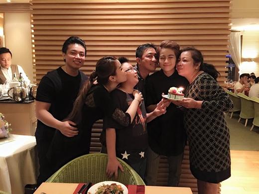 Mới đây, Gil Lê cùng gia đình cùng nhau ăn mừng sinh nhật lần thứ 24 của cô. - Tin sao Viet - Tin tuc sao Viet - Scandal sao Viet - Tin tuc cua Sao - Tin cua Sao