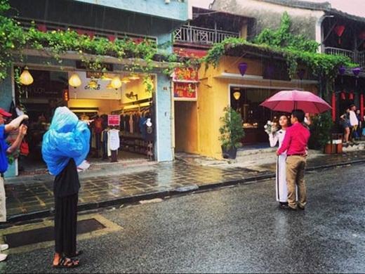 Nhân vật bí ẩn trong màn mưa (nguồn: facebook Hai LeCao)