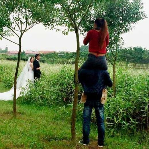 Đây là lí do vì sao chẳng có nhiếp ảnh gia chụp ảnh cưới nào làm việc một mình (nguồn: facebook Minh Thành)