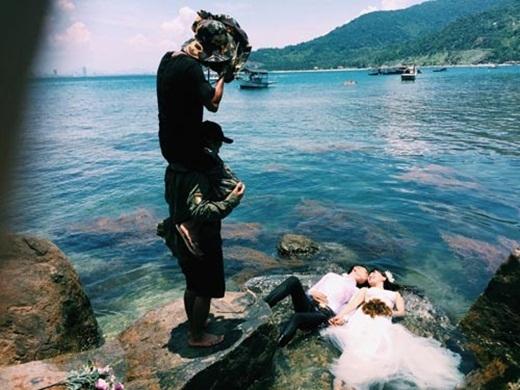 Muốn làm nghề chụp ảnh cưới bạn cũng phải rèn luyện thể lực (nguồn: facebook Hai LeCao)