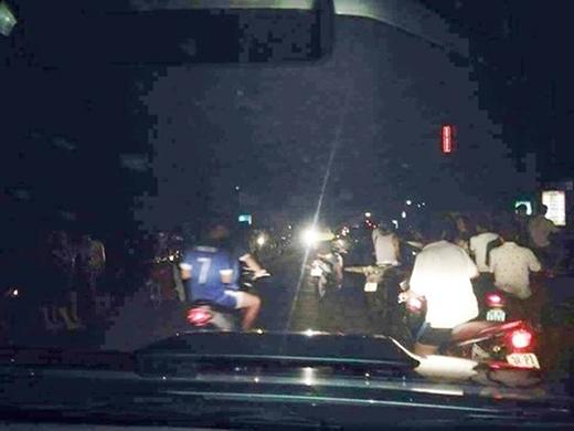 Hình ảnh người dân chia sẻ về vệt sáng lạ xuất hiện
