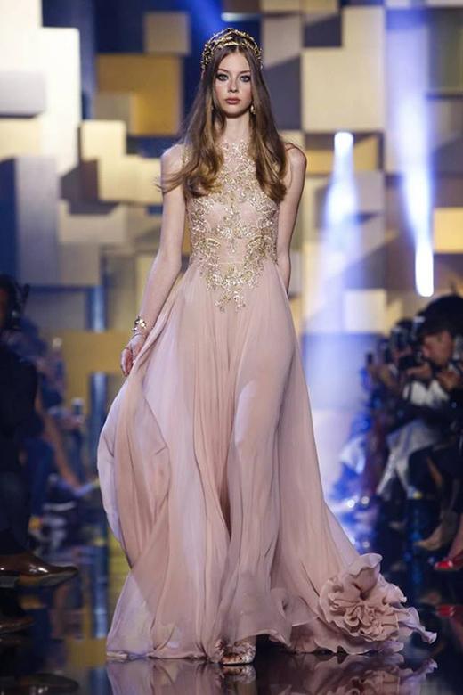 Choáng ngợp trước những váy áo lộng lẫy của nhà mốt Elie Saab