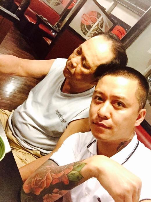 Tuấn Hưng đã chia sẻ rằng, trời Sài Gòn đang trở nên âm u hơn thường ngày và chính những điều đó làm cản trở mọi hoạt động của con người, cụ thể là bố của Tuấn Hưng đã phải mất 1 buổi sáng tập thể dục vì thời tiết không tốt. Hiện tại, gia đình Tuấn Hưng đang chuẩn bị chuyển vào Sài Gòn sinh sống.