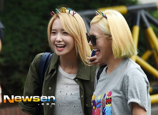 Yoona và Hyoyeon cực vui vẻ.