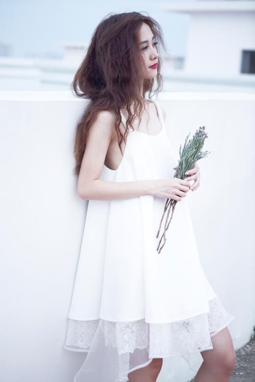 """""""Cô bé trà sữa"""" Việt """"lột xác"""" với vẻ đẹp quyến rũ, chững chạc"""