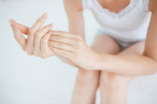 Việc massage giúp các tinh chất thẩm thấu nhanh hơn vào da.