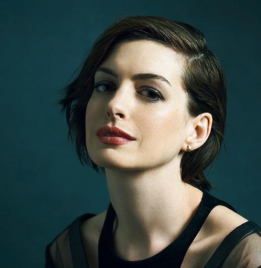 Nữ diễn viên Anne Hathaway đã từng theo học chuyên ngành Tiếng Anh và Nghiên cứu phái nữ của trường đại học Vassar, New York. Không chỉ vậy, cô còn là sinh viên của Học viện Kịch nghệ Mỹ.