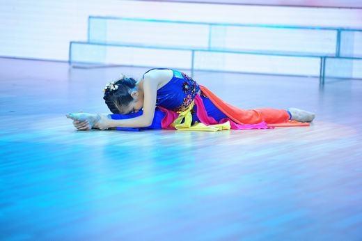 Thể hiện các động tác rất sạch nên Đoan Trang và Hà Lê rất thích bài nhảy của Hà An. - Tin sao Viet - Tin tuc sao Viet - Scandal sao Viet - Tin tuc cua Sao - Tin cua Sao