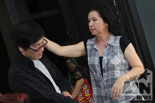 Phương Thảo không quên chăm sóc cho chồng của mình - Tin sao Viet - Tin tuc sao Viet - Scandal sao Viet - Tin tuc cua Sao - Tin cua Sao