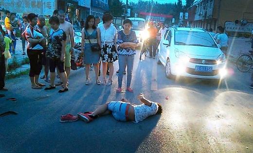 Nhiều người thấy nam thanh niên gặp nạn đã thờ ơ đứng nhìn chứ không đưa đi cấp cứu.