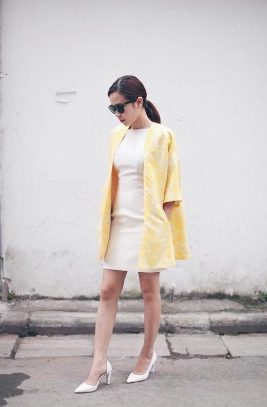 Mướt mắt trước bộ cánh tinh tế Lưu Hương Giang. Cô thật thông minh khi kết hợp áo blazer tone vàng trắng để không làm bộ trang phục trở nên nhàm chán.