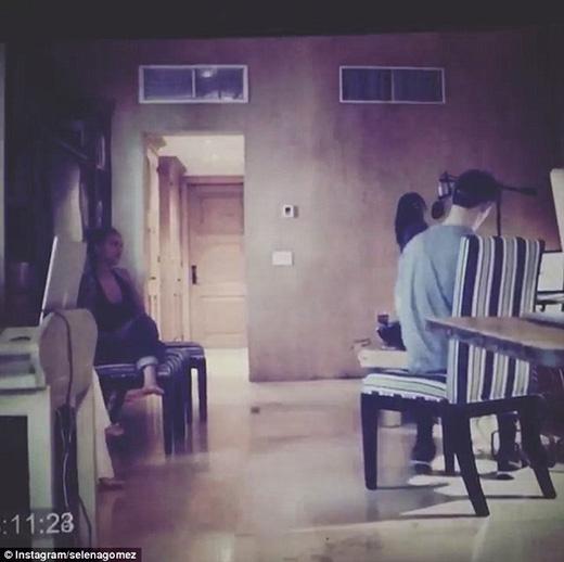 Hình ảnh trong đoạn clip nhá hàng của Selena.