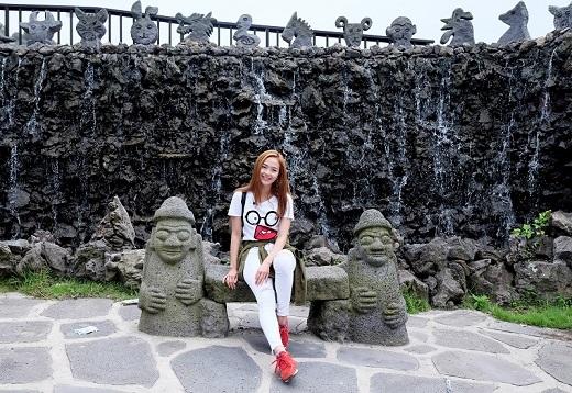 Mỹ nhân showbiz Việt khiến các fan ghen tị bởi vẻ rạng ngời đầy sức sống.