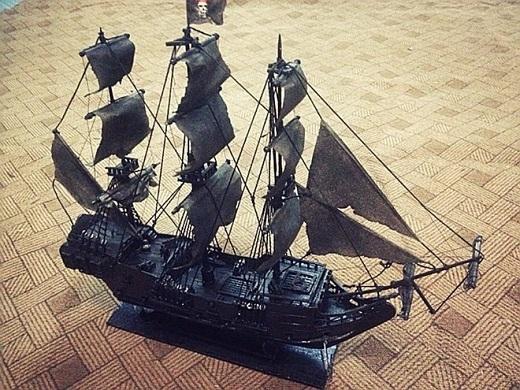 Bên cạnh những món đồ nhỏ nhắn, dễ thương, Quang Huy cũng thử sức với những mô hình đồ sộ như tàu Ngọc Trai Đen, tàu Titanic,...