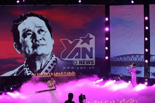 Hình ảnh của cố nhạc sĩ An Thuyên đã được hiện lên trên sân khấu Giọng hát Việt 2015. - Tin sao Viet - Tin tuc sao Viet - Scandal sao Viet - Tin tuc cua Sao - Tin cua Sao