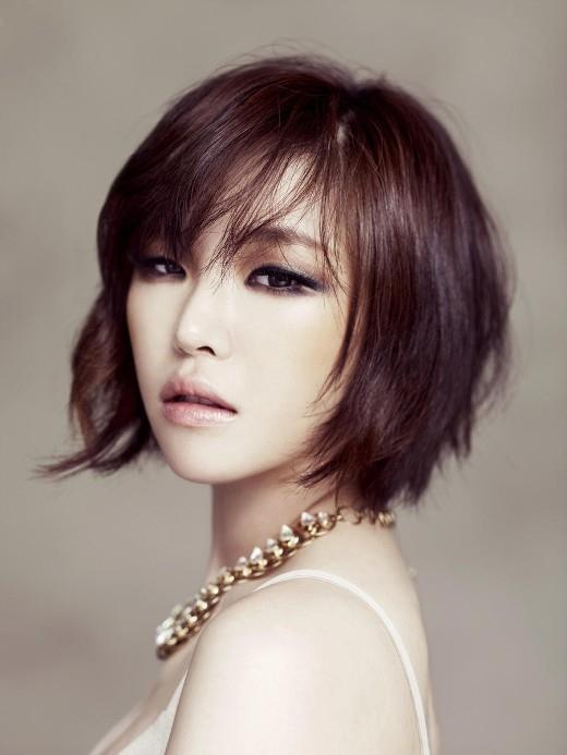 Từ khi ra mắt đến nay, có lẽ các fan cũng chưa từng được nhìn thấy Gain (Brown Eyed Girls) xuất hiện với mái tóc dài. Chắc hẳn cô nàng cũng tự ý thức được sự quyến rũ của bản thân phụ thuộc rất nhiều vào mái tóc ngắn ấn tượng ấy.
