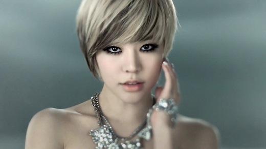 Mỹ nhân Kpop không ngại cắt phăng mái tóc, thay đổi hình tượng