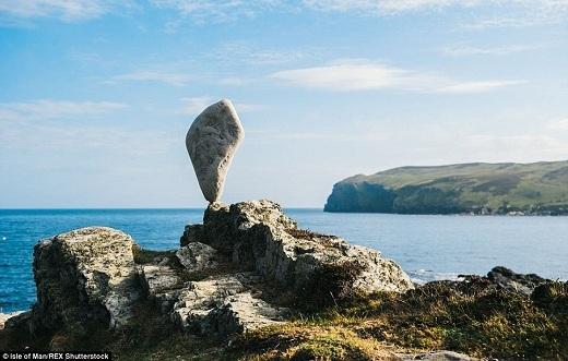 Bộ du lịch của đảo Man hoàn toàn ủng hộ dự án này bởi nó góp phần thể hiện vẻ đẹp của hòn đảo theo một cách mới lạ và có đôi chút kỳ quặc.