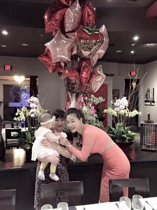 Maya vui vẻ và tràn đầy hạnh phúc bên cạnh mẹ và con gái. - Tin sao Viet - Tin tuc sao Viet - Scandal sao Viet - Tin tuc cua Sao - Tin cua Sao