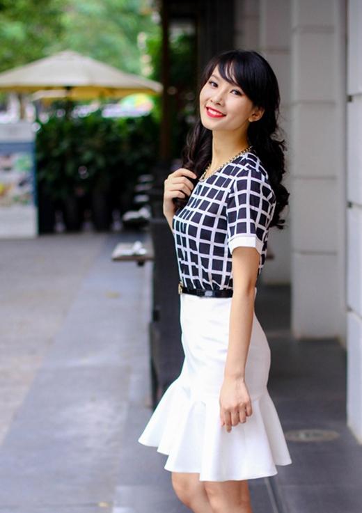 Chân váy sẽ giúp các cô nàng cải thiện độ dài của đôi chân một cách đáng kể.