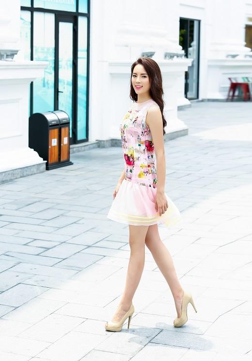 Kỳ Duyên đã khéo léo chọn lựa cho mình style nữ tính thanh lịch với những mẫu trang phục của NTK Xuân Lê.