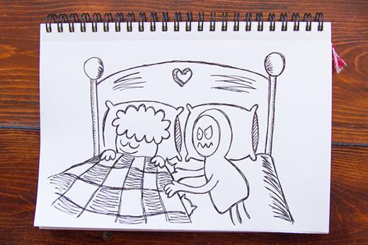 'Thỉnh thoảng tôi và anh trai mình chơi trò đóng vai cá bị mắc lưới trong chiếc chăn. Có vẻ như cô ấy không thích lắm và cứ phá bĩnh, thật là phiền phức!'.