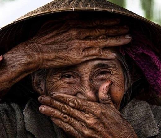 Bức hình được nhiếp ảnh gia ngườiPháp - Rehahn chụp: Cụ bà đẹp nhất thế giới.
