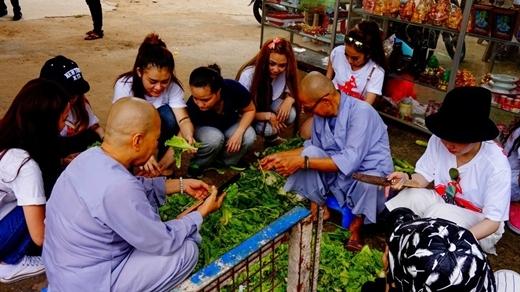 Các thí sinh đã có những hoạt động tình nguyện ý nghĩa tại Chùa Bồ Đề.