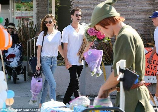 Miranda Kerr gây sốt khi công khai tình tứ với bạn trai tỉ phú