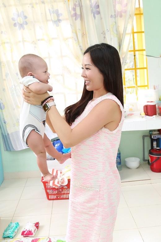 Cô mong muốn các em bé tại đây sẽ có được cuộc sống đầy đủ hơn. - Tin sao Viet - Tin tuc sao Viet - Scandal sao Viet - Tin tuc cua Sao - Tin cua Sao