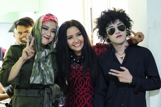 Chụp hình cùng ca sĩ Thanh Duy và diễn viên Ngân Quỳnh.