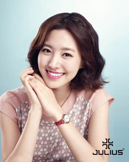 Và Jin Se Yeon trong vai cô nàng thơ ngây Yoo Yi Ryung.