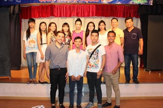 Xuất hiện trong buổi Biểu diễn báo cáo lớp thiếu nhi tại sân khấu kịch do Trịnh Kim Chi làm bà bầu vào chiều 13/07, cô khiến nhiều người bất ngờ khi chia sẻ về số cân nặng giảm chóng mặt. - Tin sao Viet - Tin tuc sao Viet - Scandal sao Viet - Tin tuc cua Sao - Tin cua Sao