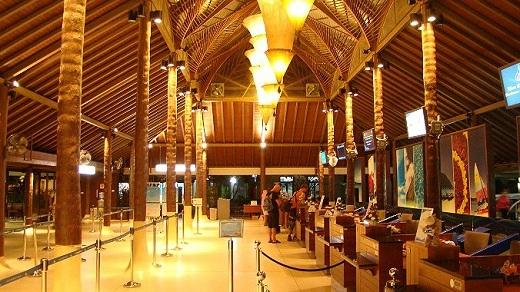Sân bay Koh Samui với thiết kế hoàn toàn gần gũi thiên nhiên nhưng vẫn không kém phần sang trọng.