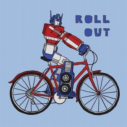 Robot trong Transformer đi xe đạp. Không biết có chiếc xe đạp nào trụ nổi con robot này nhỉ?