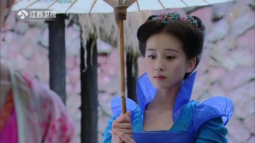 Lưu Thi Thi là một trong ít diễn viên nữ có khí chất trong sáng như đóa sen trắng. Bởi vậy, mặc dù vào vai Long Quỳ si tình và cố chấp đến mức suýt hại chết nữ chính thì cô vẫn được khán giả yêu thương.
