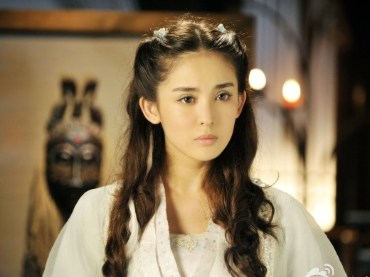 Hoa khôi học viện điện ảnh Bắc Kinh, Cổ Lực Na Trát cũng nhận được sự chú ý đặc biệt của khán giả qua vai diễn đầu tay Tiểu Tuyết trong Hiên Viên Kiếm.