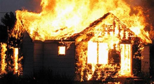 Công an đang xác minh làm rõ nguyên nhân cháy tại ngôi nhà này. (Ảnh minh họa)